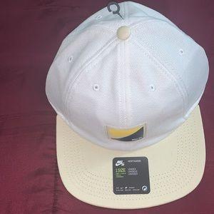 Mens Nike SB H86 On Deck Flatbill Cap WhiteFossil